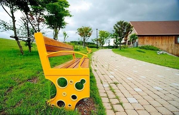 Taman rekreasi ini cocok dikunjungi bersama keluarga, apalagi bila satu keluarga penyuka keju semua. Suasananya rindang dan asri. (cheesepark.kr)