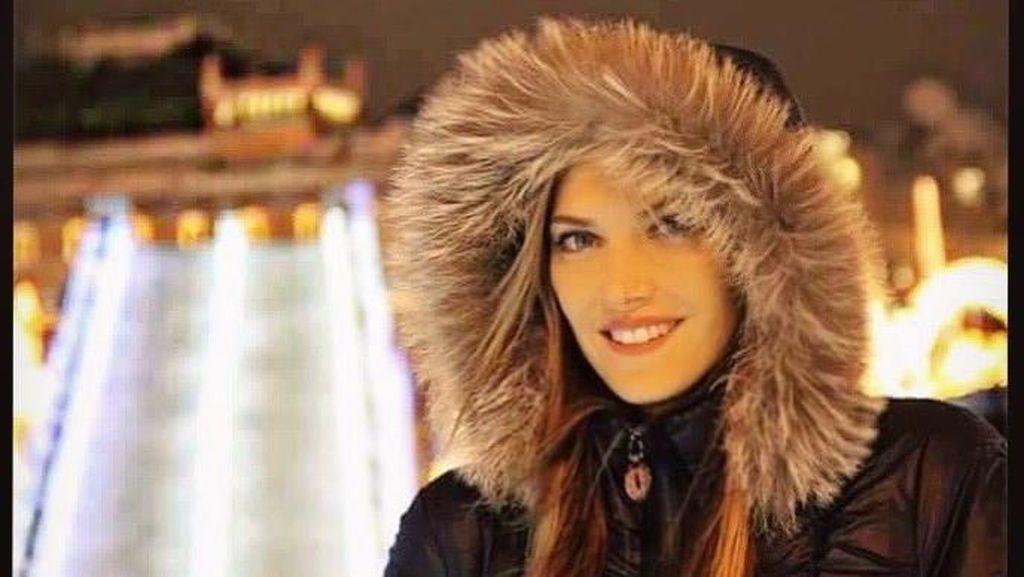 Foto: Liburannya Eva Kaili, Politisi Cantik Yunani