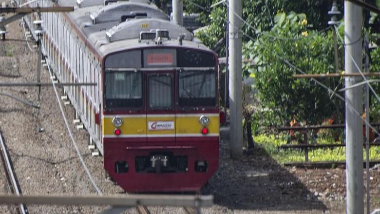 KRL Bogor-Angke Tersambar Petir Dievakuasi, Jalur Kereta Bisa Dilalui