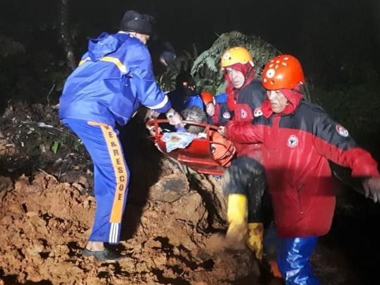 Jalur Solok-Padang Terputus, Tim Kebut Bersihkan Material Longsor