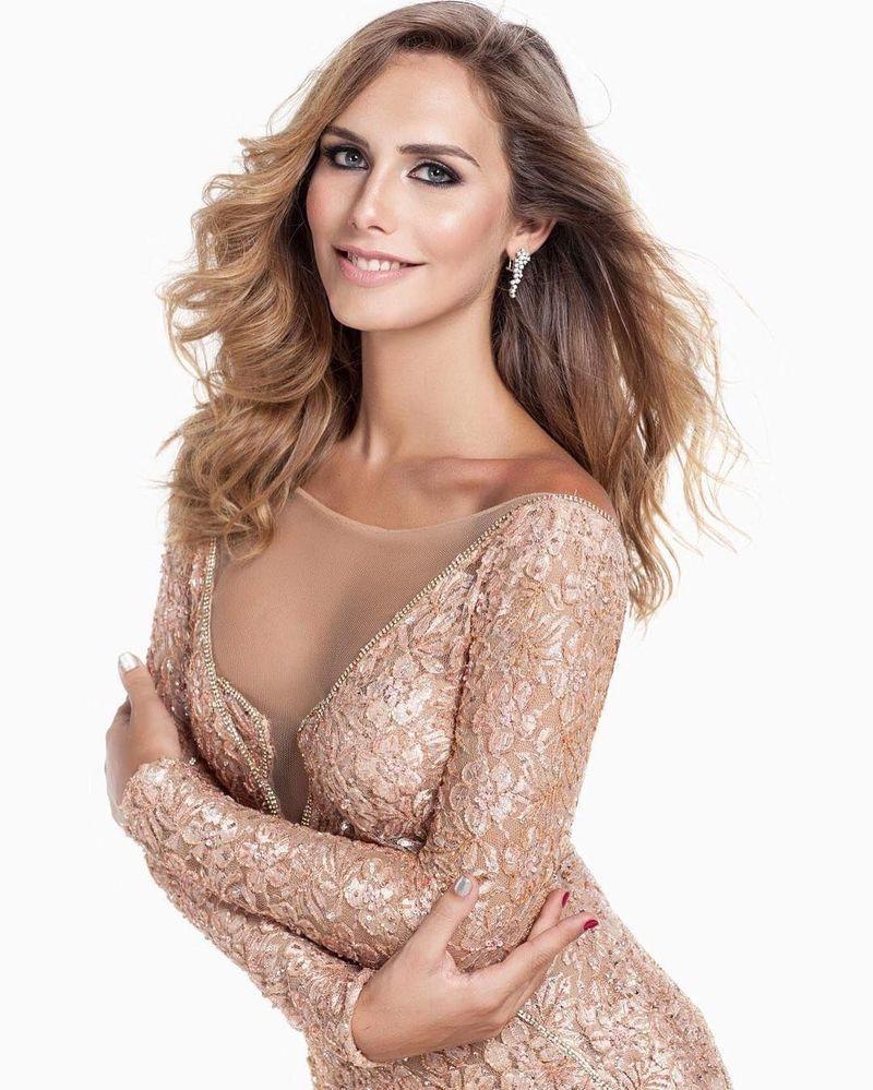 Inilah Angela Ponce, transgender pertama yang ikut dalam ajang pemilihan Miss Universe 2018. Angela berhak mengikuti kompetisi tersebut setelah menang jadi Miss Spanyol 2018. (Instagram/@angelaponceofficial)