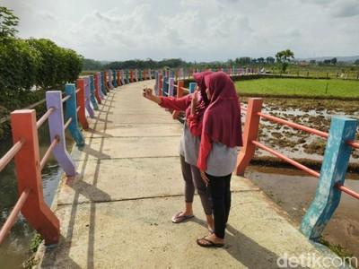 Jembatan Pelangi, Spot Instagramable di Ciamis