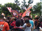Jakmania Mulai Padati Halaman Balai Kota DKI Jakarta