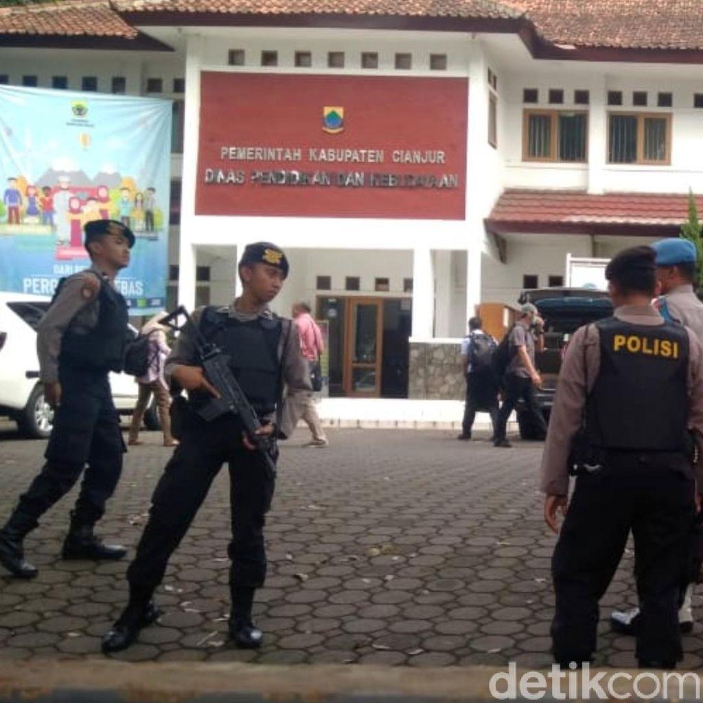 KPK Geledah Kantor Disdikbud Cianjur
