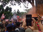 Disambut Anies, Massa Pawai Persija Juara Tiba di Balai Kota