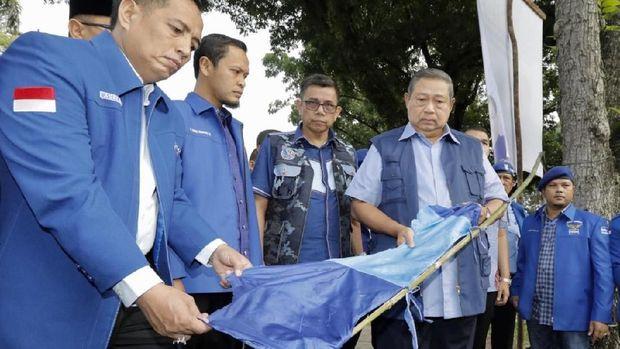 SBY meminta PD mengalah dan menurunkan baliho.