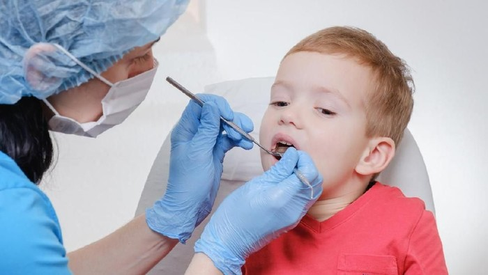 Ilustrasi periksa gigi anak. (Foto: iStock)