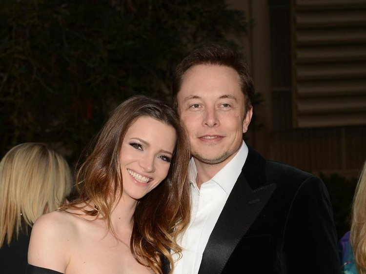 BURBANK, CA - SEPTEMBER 29:  Talulah Riley and Elon Musk arrive at the 22nd Annual Environmental Media Awards on Saturday Sept. 29, 2012, at Warner Bros. Studios in Burbank, Calif.  (Photo by Jason Merritt/Getty Images)