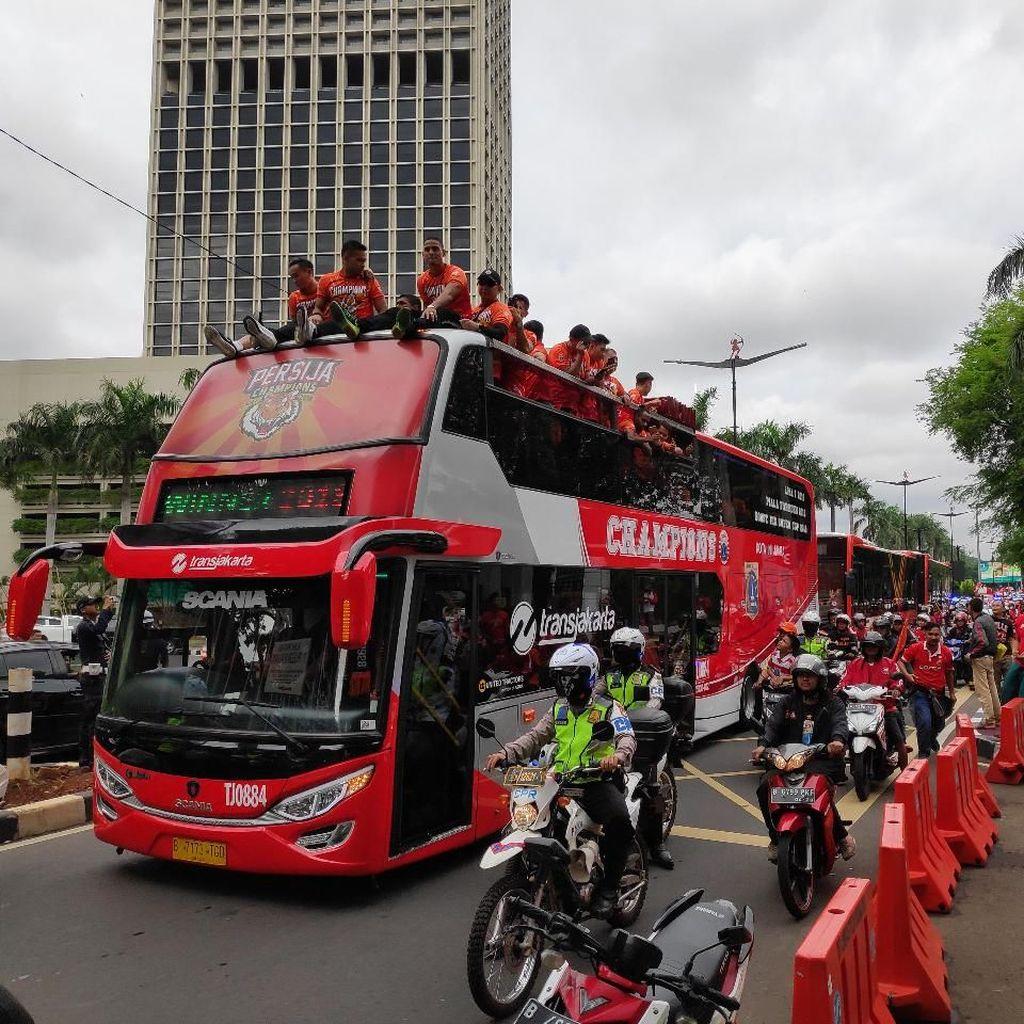 Pawai Persija Juara Dimulai, Massa Bergerak ke Balai Kota