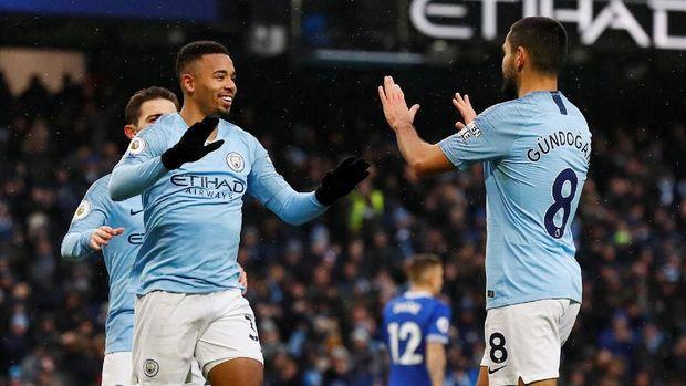 Gabriel Jesus mencetak dua gol untuk Man City ke gawang Everton. (