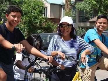 Berolah raga naik sepeda bersama keluarga memang menyenangkan. (Foto: Instagram @susipudjiastuti115)