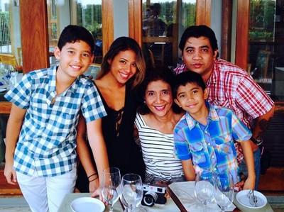 7 Potret Kehangatan Menteri Susi Pudjiastuti dan Keluarganya