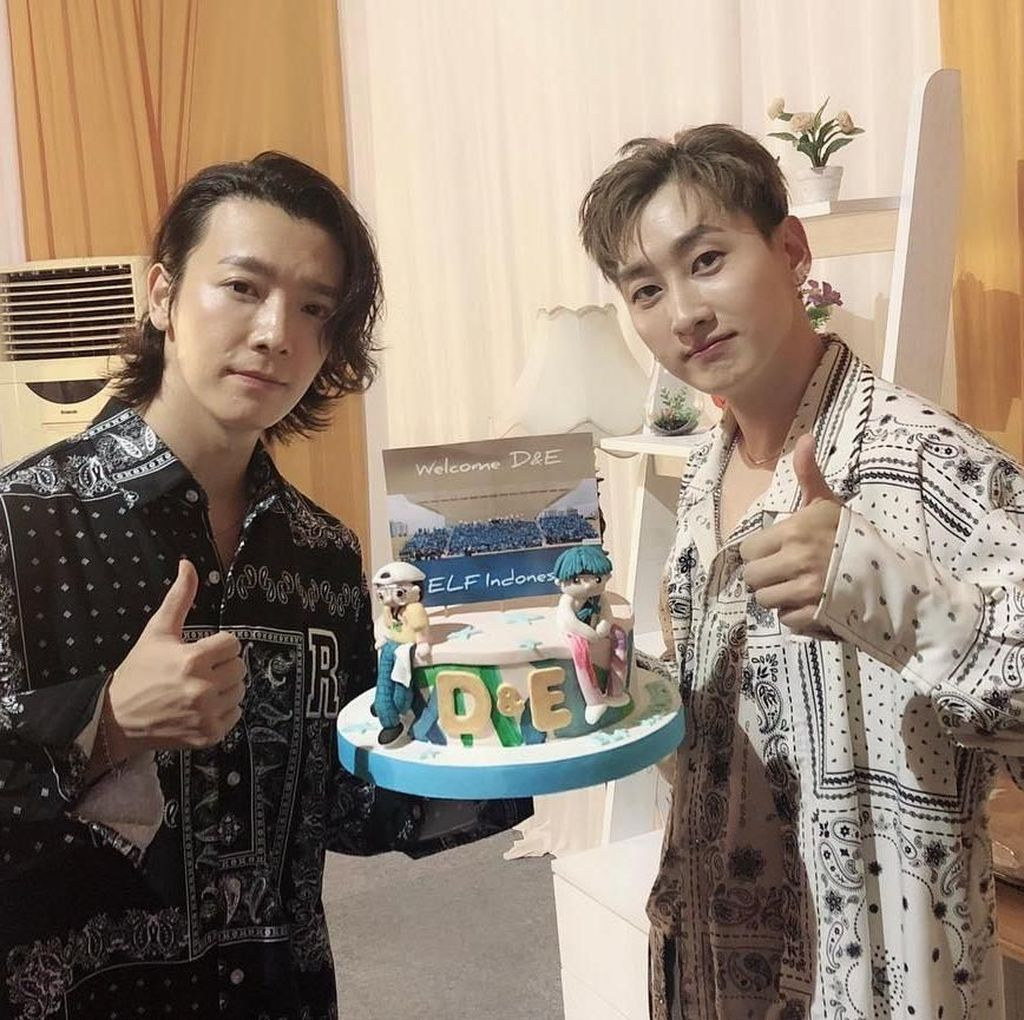 Super Junior D&E Berikan Love Sign dan Mainkan Mata pada ELF