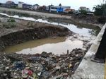 Melihat Tumpukan Sampah di Banjir Kanal Timur Semarang