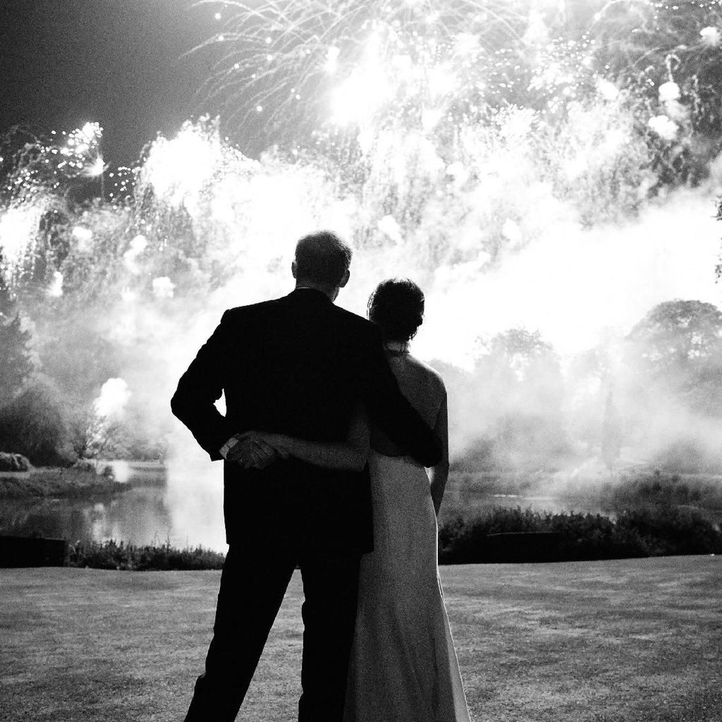 Kartu Natal Meghan Markle & Pangeran Harry Dikritik, Seperti Sampul Majalah