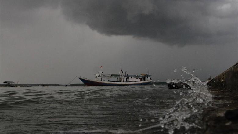 Tersambar Petir Saat Melaut, Nelayan di Riau Belum Ditemukan