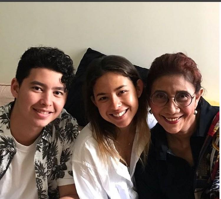 Menteri Kelautan dan PerikananSusi Pudjiastuti bersama kedua anaknya, Nadine Kaiser dan Alvy Xavier. (Foto: Instagram @susipudjiastuti115)