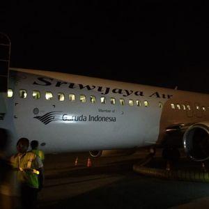 Malam-malam, Pesawat Sriwijaya Air Disusupi Garuda Indonesia