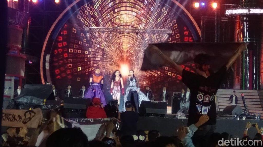 Ternyata Ini Kejutan Manis Ayu Ting Ting, Zaskia Gotik dan Siti Badriah