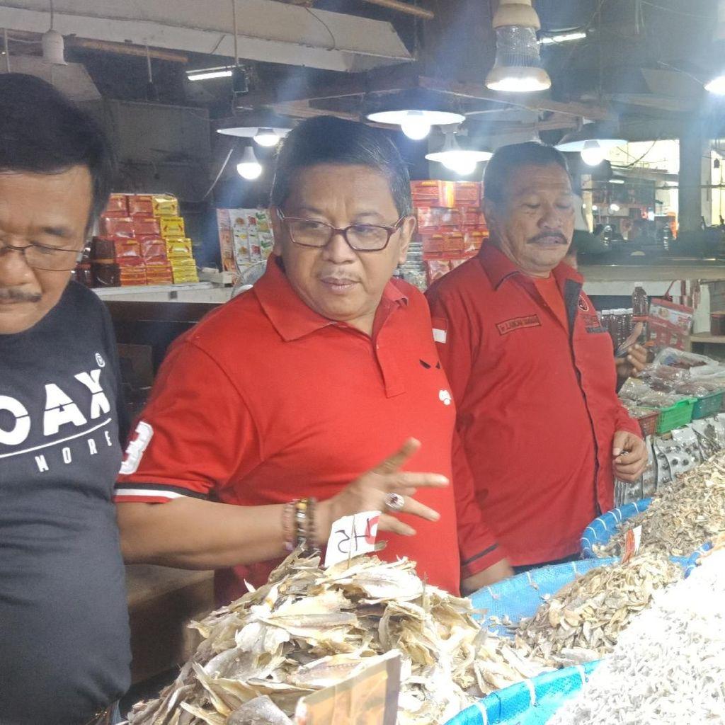 Blusukan ke Pasar di Medan, Hasto Beli Ikan Asin untuk Jokowi-Mega