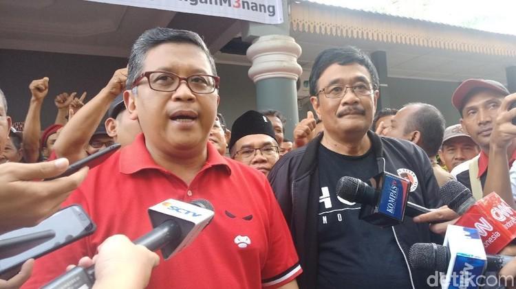 Hasto soal Perusakan Baliho SBY: Bawa Hukum, Tak Perlu Nangis