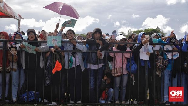Para ELF yang sudah menunggu SUJU di Lapangan Transmedia, Sabtu (15/12).