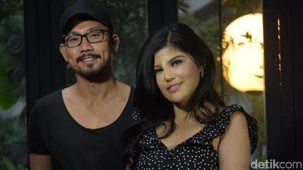 Kompak Berbaju Hitam, Denny Sumargo-Dita Soedarjo Jelaskan Alasan Batal Nikah