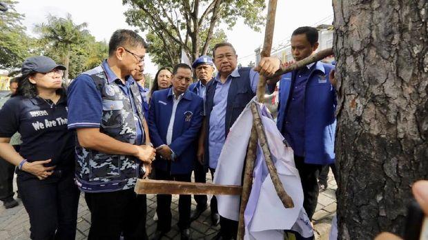 PDIP Minta Demokrat Tak Libatkan Jokowi dalam Kasus Bendera