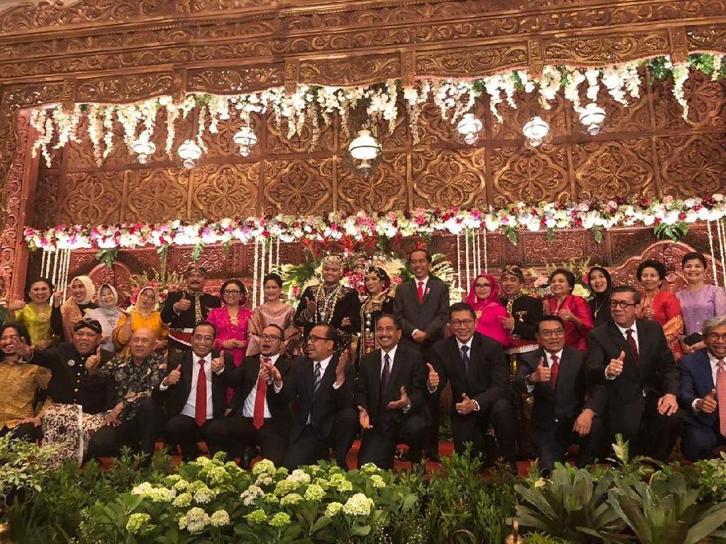 Jokowi dan Iriana Hadiri Resepsi Pernikahan Putra Menlu Retno