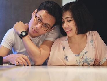 Rendy dan Mia kini sedang sibuk-sibuknya membesarkan buah hatinya, Dara. (Foto: Instagram @miasesaria)