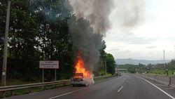 Mobil Ludes Terbakar di Tol Cipularang