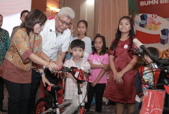 Hadir dalam acara tersebut Direktur Keuangan PT Jasamarga Balikpapan-Samarinda Netty Renova dan Direktur Produksi PT Pupuk Kalimantan Timur Bagya Suhartana. Foto: dok. BUMN