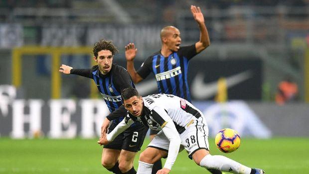 Inter Milan membombardir pertahanan Udinese sejak awal babak pertama. (
