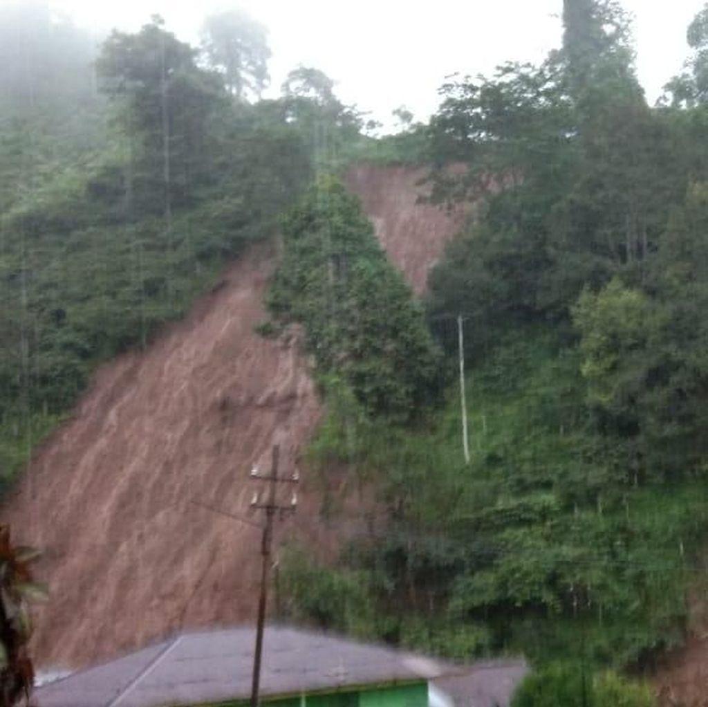Hujan Longsorkan Tanah di Lereng Argopuro, Timbun 4 Rumah Warga