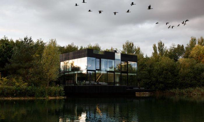Villa tersebut menggunakan panel kaca dari lantai hingga langit-langit. Istimewa/Inhabitat.com.