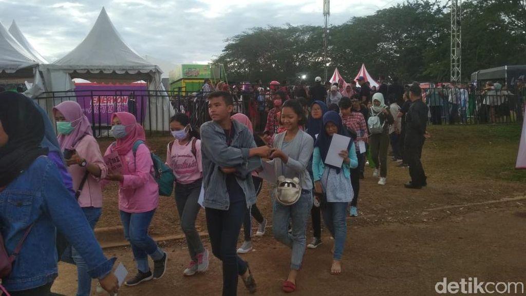 Kompak Berbaju Pink, SONE Padati Area HUT 17 Transmedia