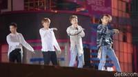 Aksi Donghae dan Eunhyuk di atas panggung. Foto: Warnedi/ detikcom