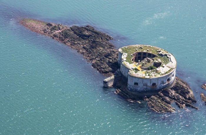 Adalah Stack Rock Fort yang dijual dengan harga sekitar US$ 535 ribu. Istimewa/Rightmove.