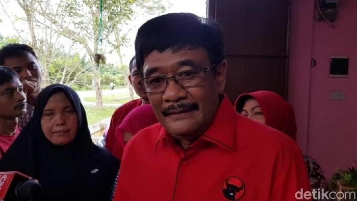 Ketua DPP PDIP Djarot Saiful Hidayat saat mengunjungi UMKM di Sumut