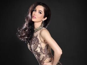 8 Gaya Seksi Sonia Fergina yang Berlaga di Final Miss Universe 2018 Hari Ini
