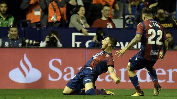 Enis Bardhi lewati persentase gol Messi dan Ronaldo lewat tendangan bebas.