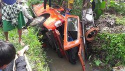 Pulang dari Lokasi Bencana, Mobil BPBD Jember Nyemplung Sungai