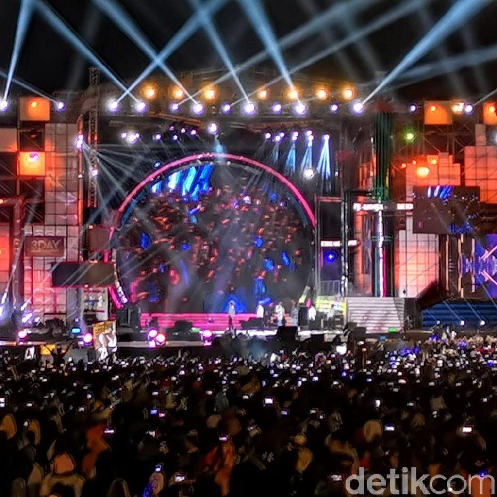 Lewat Rehat, Kunto Aji Hipnotis Penonton Sweet 17 Transmedia