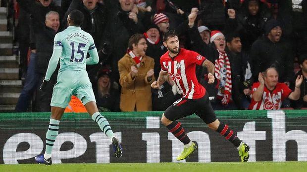 Charlie Austin membawa Southampton kalahkan Arsenal 3-2. (