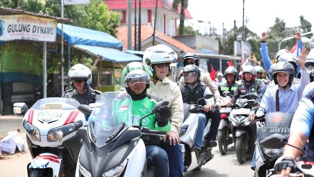 Saat Prabowo Dibonceng Naik Yamaha Xmax