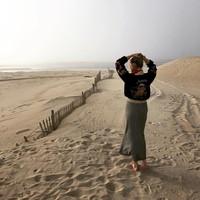 Amber Heard saat mengunjungi salah satu pantai di Southampton, New York (Instagram/amberheard)