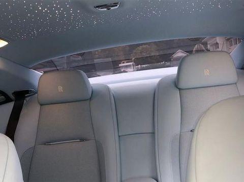 Kylie Jenner Dapat Kado Natal Mobil Rolls-Royce Rp 4 Miliar dari Pacar