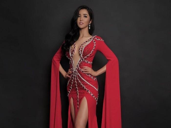 Sonia Fergina tak masuk 10 besar Miss Universe 2018. Foto: Dok. Instagram @soniafergina @officialputeriindonesia