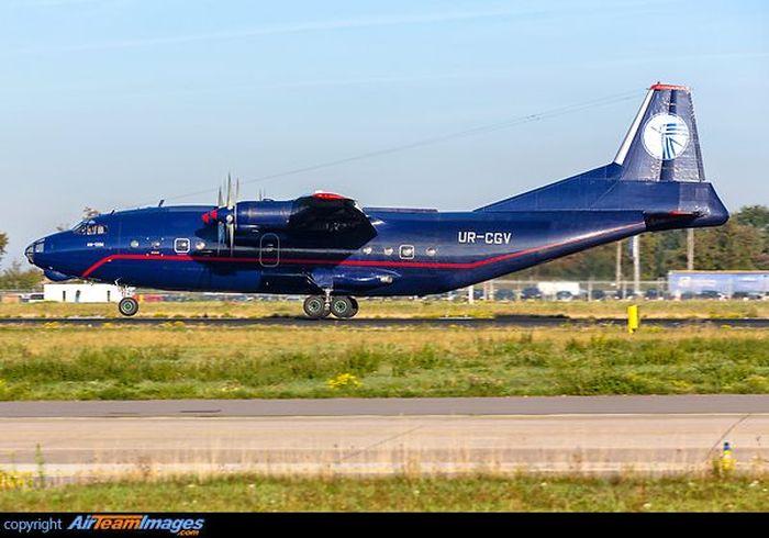 Pesawat untuk angkutan sipil dan militer ini diproduksi oleh Produsen Manufaktur Antonov, Rusia. Istimewa/airteamimages.com.
