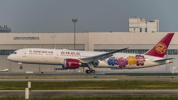 Banyak maskapai besar dunia bernasib buruk di mata Atmosfair. Singapore Airlines ada di peringkat 67. Padahal, Juneyao Airlines bernilai 70,9 ada di peringkat kesepuluh (Juneyao Airlines/Facebook)